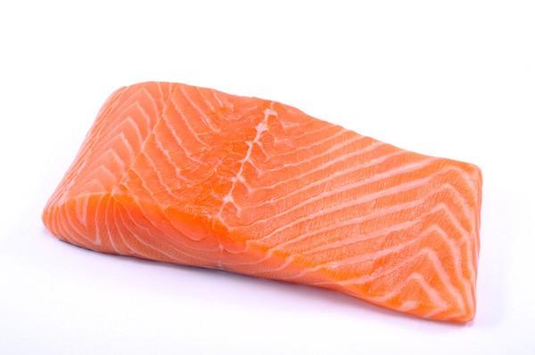 三文魚蘊含的奧米加三可為腦部提供DHA。